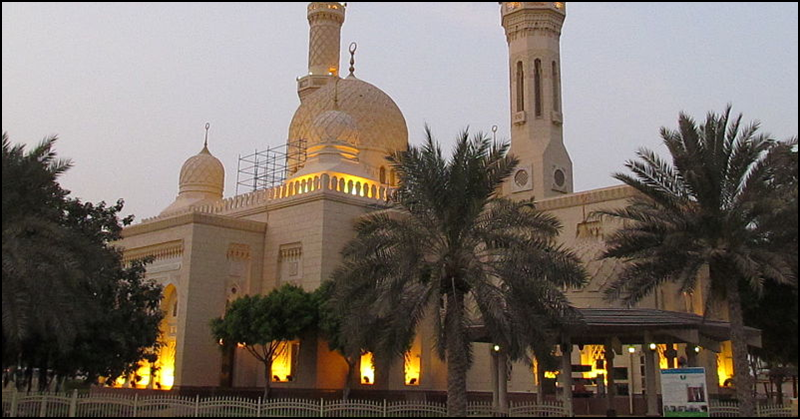 Visiting the Jumeirah Mosque in Dubai